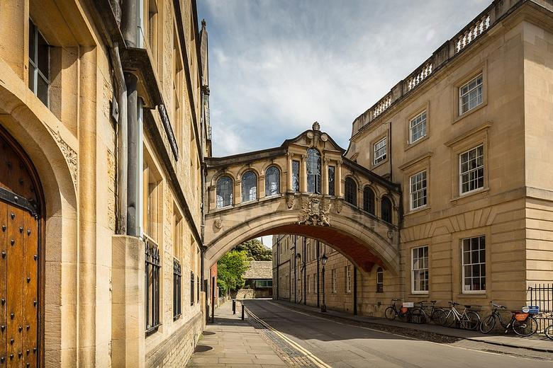 1280px university of oxford the bridge of sighs