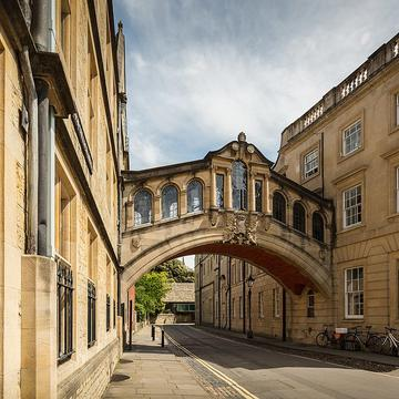 1280px university of oxford the bridge of sighs